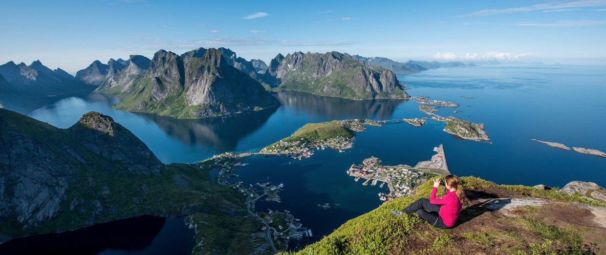 Photo of hiking in Reine in Lofoten.