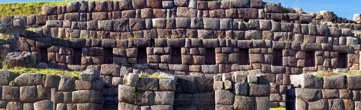 Discover the impressive Sacsayhuamán fortress.