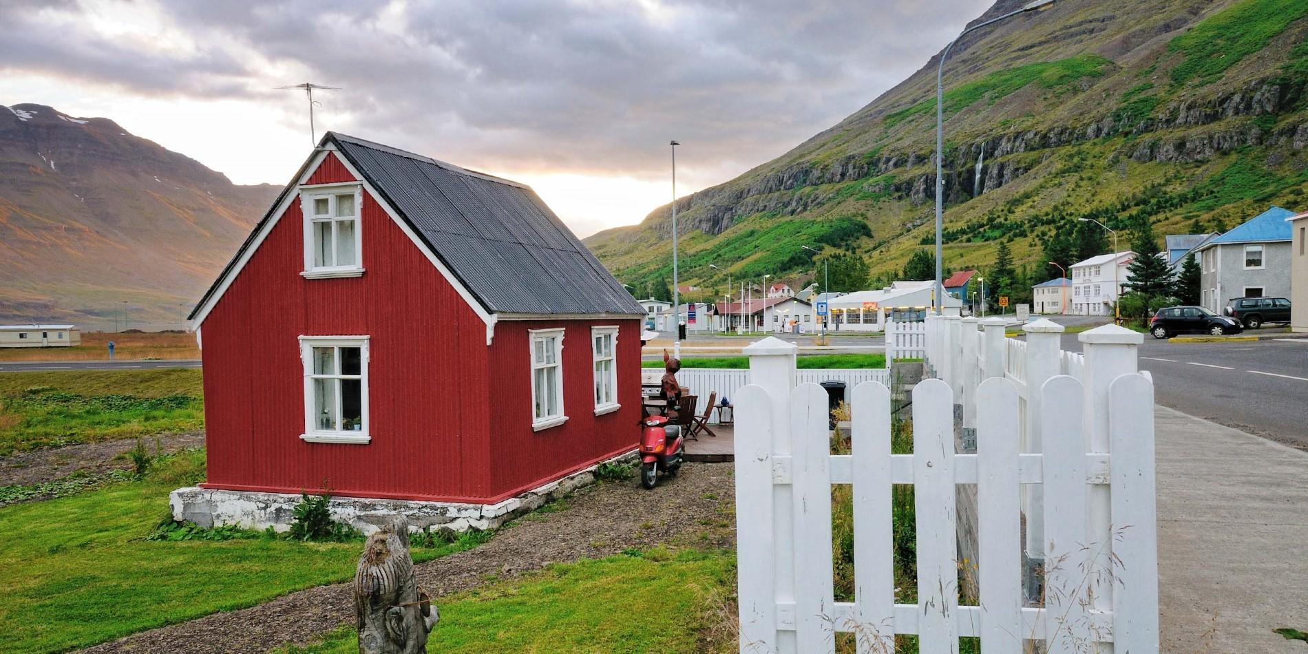 2500x1250_Seydisfjordur_shutterstock_228942841_Jordan-Lye.jpg