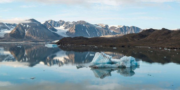 We sail to Kongsfjorden, considered to be one of the most beautiful fjord areas in Spitsbergen.