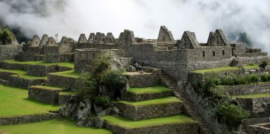 Discover the highlights of the Inca Empire, the largest kingdom in pre-Columbian America, which left behind spectacular legacies like the town of Ollantaytambo, the world-famous ruins of Machu Picchu, the impressive Sacsayhuamán fortress and vibrant city of Cusco, once the imperial center.